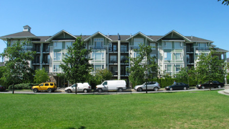 Spacious 2 Bedrooms and Den Penthouse In The Champlain Village