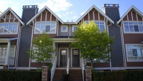 Rarely Available 4 Bedrooms Townhouse in Champlain Gardens