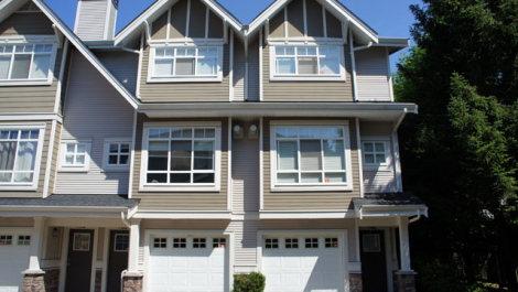 3 Bedrooms Townhouse in Champlain Gardens