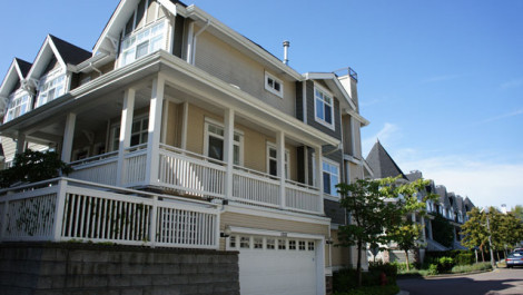 Rarely Available Four Bedrooms Townhouse In Champlain Gardens