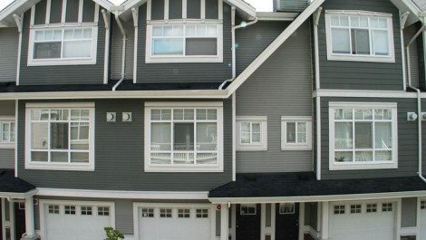 3 Bedrooms Townhouse With Double Garage In Champlain Gardens
