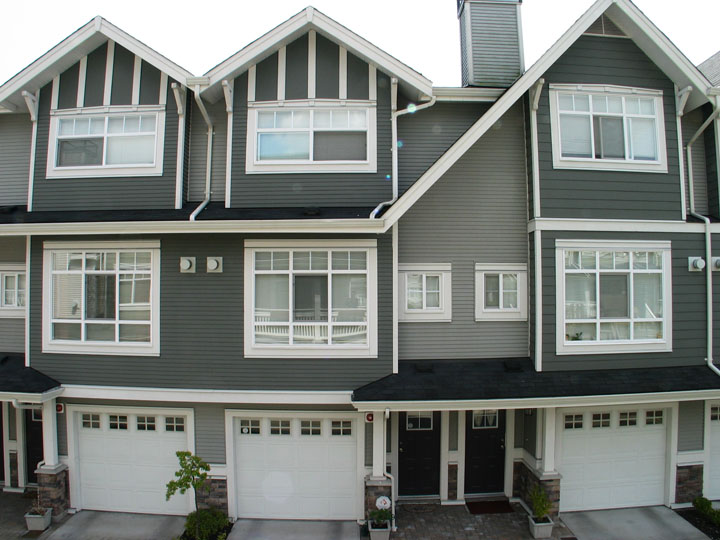 3 bedrooms townhouse with double garage in champlain for Townhouse plans with double garage