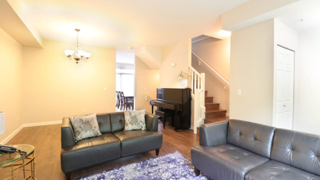 Charming 4-bedroom Townhouse in the Bordeaux at Champlain Gardens