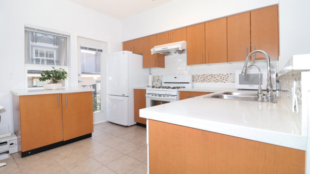 Corner Unit 3 Bedrooms Townhouse in The Brittany at Champlain Gardens