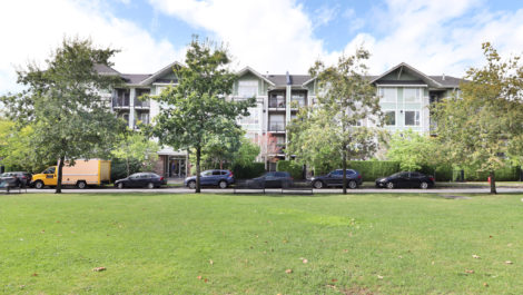 2-Bedroom Apartment At Champlain Village